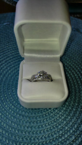 Beautiful Diamonelle Ring size 6 1/2 Sterling Silver band $75