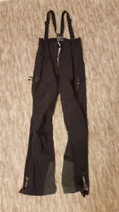 MEC snowboarding/ woman's skiing pants ,made by GORETEX- $40 OBO