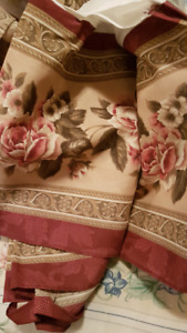 Beautiful Comforter for a Double Bed  $25