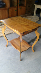 Table antique en bois