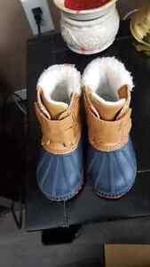 Barely worn size 5 winter boots$25