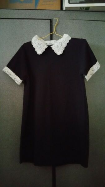 top with laced collar and sleeves details
