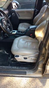 I am selling my jeep Liberty limited 2004, 4X4