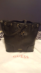 Like new Guess Purse