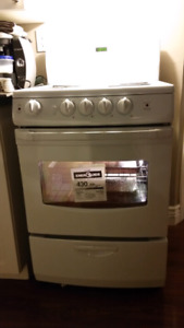 """""""NOW REDUCED 425$""""Brand new never used GE 24"""" electric range"""