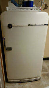 Vintage 1950s Frigidaire Fridge/Freezer