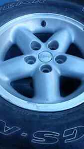5 pneus de jeep (4hiver 1 été)