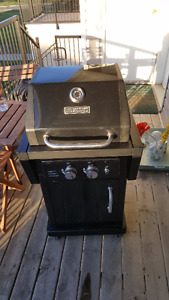 2-Burner BBQ for Sale. Comes with BBQ tool set and Propane Tank