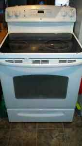 EUC - GE Glass Top Oven- self cleaning with manual Stratford Kitchener Area image 1