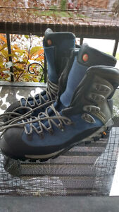 MERRELL CONTINUUM HIKING BOOTS
