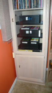 LOVELY  DISPLAY UNIT -Thomasville EXC. SHAPE....Pristine