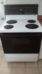 Stove White Hotpoint 30 inches Nego.