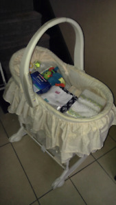 Basinet with extras