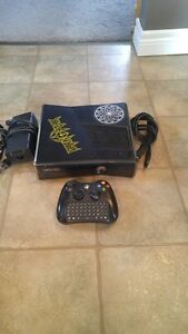 250GB XBOX 360 SLIM INCLUDES CONTROLLER + CHAT PAD + 17 GAMES