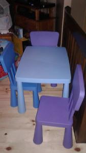 Table et 3 chaises IKEA