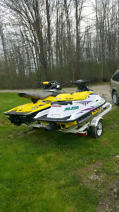 Two sea doo's on a Double trailer