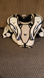 Vaughn V5 small goalie chest protector