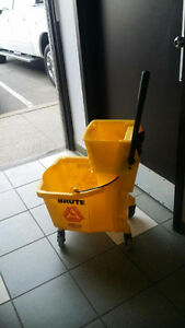 ******NEW COMMERCIAL MOPPING BUCKET FOR SALE******