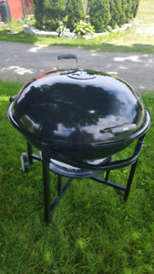 "Weber kettle ranch 37"" charcoal bbq."