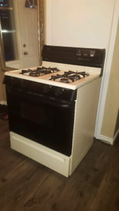 Used good condition stove/oven on natural gas.