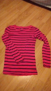 9 tops for shorter women or teenagers(sizes small and medium) Gatineau Ottawa / Gatineau Area image 6