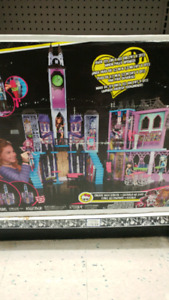Monster high doll house with 2 dolls