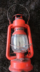 VINTAGE OIL LAMP BEACON MADE IN CANADA