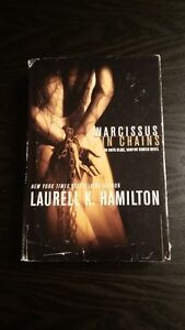 Narcissus in Chains (An Anita Blake, Vampire Hunter Novel)