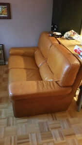 Sofa vrai cuir comme neuf / Leather couch excellent condition