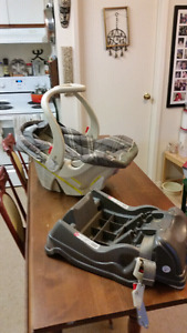Infant Car Seat/Carrier with Base (Baby Trend)