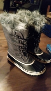 Women's outbound strider winter boots sz 10