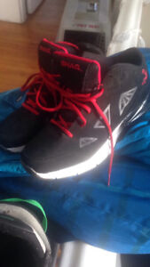SHAQ Mens Sz 9 Marvin Sneakers.  Like new.