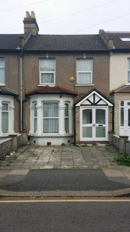 3 BED TERRACE HOUSE CHESTER ROAD SEVEN KINGS IG3 8PE FREEHOLD FOR SALE