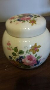"Vintage Sadler 5"" floral ginger pot with lid"