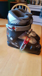 Kids Front Entry Ski Boots Size 21.5 (Size 3)