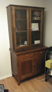 Antique-looking hutch - brown
