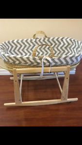 Baby bassinet Moses basket with jolly jumper rocking stand
