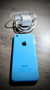 Iphone 5C - 8G Bleu + cordon de transfert et charge + carte sim