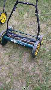 Reel.. hand lawn mowers ..5 to choose from London Ontario image 2