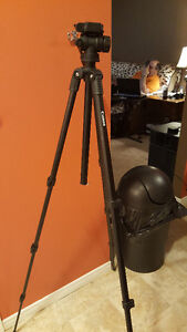 Canon Tripod - Excellent condition, hardly used!
