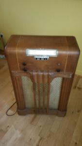 Radios (2X) hautes, en bois, à lampes,  antique, vintage