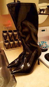 HIGH PATENT LEATHER BOOTS