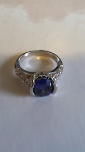 Natural 2.95ct Sapphire, 14kt white gold, size 7
