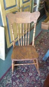 chaise bercante antique