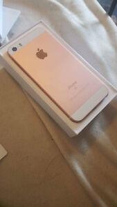 iPhone SE Rose 16 G Presque Neuf
