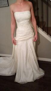 REDUCED - **NEW PRICE** WEDDING DRESS