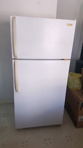 Fridge and Stove $100 Firm PU ONLY