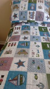 Couvre-lit simple et couvre-oreiller réversibles