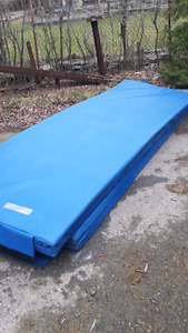 LIQUIDATION LOTS DE MATHELAS AIR FOAM CRASH PADS