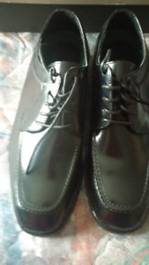 Florsheim leather shoes size 7D (2 pairs for $180)